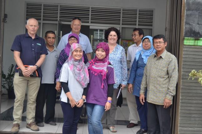 Mr. Geoff dan rombongan saat berada di kantor Dinas Pertanian Kota Padang Panjang
